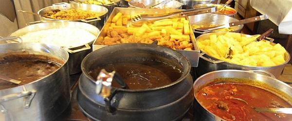buffet de pratos quentes da churrascaria costelão gramado