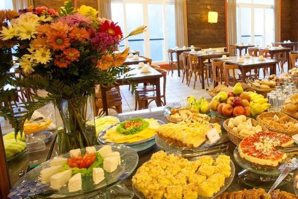café-da-manha no hotel villa bella